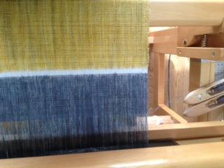 織り機の上